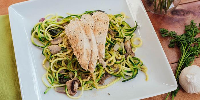 Spaghetti courgette au pesto et poulet